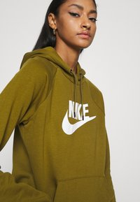 Nike Sportswear - HOODIE - Sweat à capuche - olive flak - 3