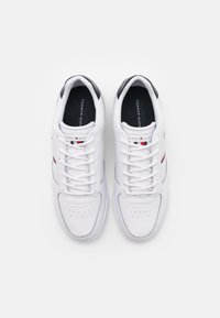 Tommy Hilfiger - LIGHTWEIGHT - Baskets basses - white - 3