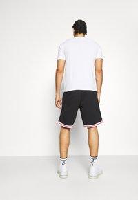 Champion - BERMUDA - Sports shorts - black - 2