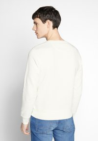 GANT - MEDIUM SHIELD CNECK - Sweatshirt - eggshell - 2