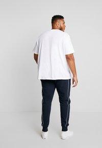 Calvin Klein - LOGO PRINT PANT - Träningsbyxor - blue - 2