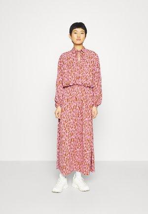 SLFMIKAI DRESS - Maxikjole - bronze brown/pink