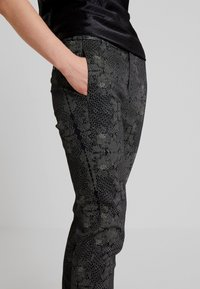 Dranella - DREBEA PANT TESSA FIT - Trousers - black - 4