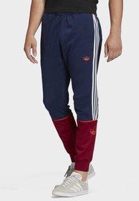 adidas Originals - OUTLINE JOGGERS - Tracksuit bottoms - blue - 0