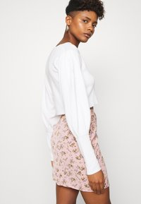 Missguided - BALLOON SLEEVE CROPPED CARDIGAN - Cardigan - white - 5