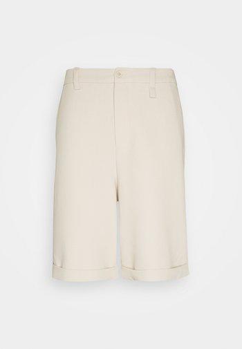 TEMO - Shorts - sand