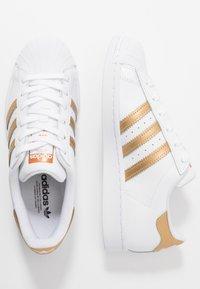 adidas Originals - SUPERSTAR - Tenisky - footwear wihte/copper metallic/core black - 3