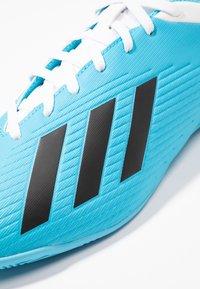 adidas Performance - X 19.4 IN - Botas de fútbol sin tacos - bright cyan/core black/shock pink - 5