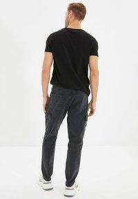 Trendyol - Pantalon cargo - grey - 2