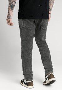 SIKSILK - RAW LOOSE FIT  - Jeans baggy - acid black - 2