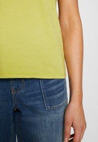 American Eagle - BRANDED SEAMED SANTA MONICA TEE - Print T-shirt - yellow - 3