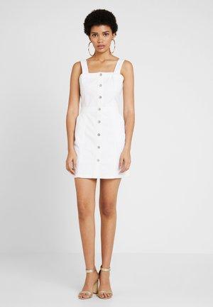PINAFORE MINI DRESS - Robe en jean - white