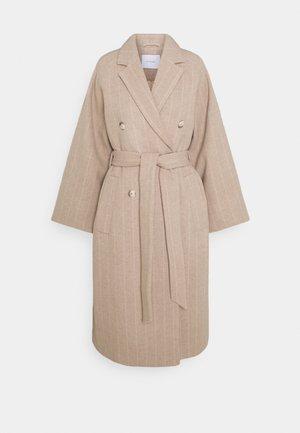 Classic coat - cedar wood