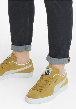 SUEDE CLASSIC - Trainers - honey mustard - white