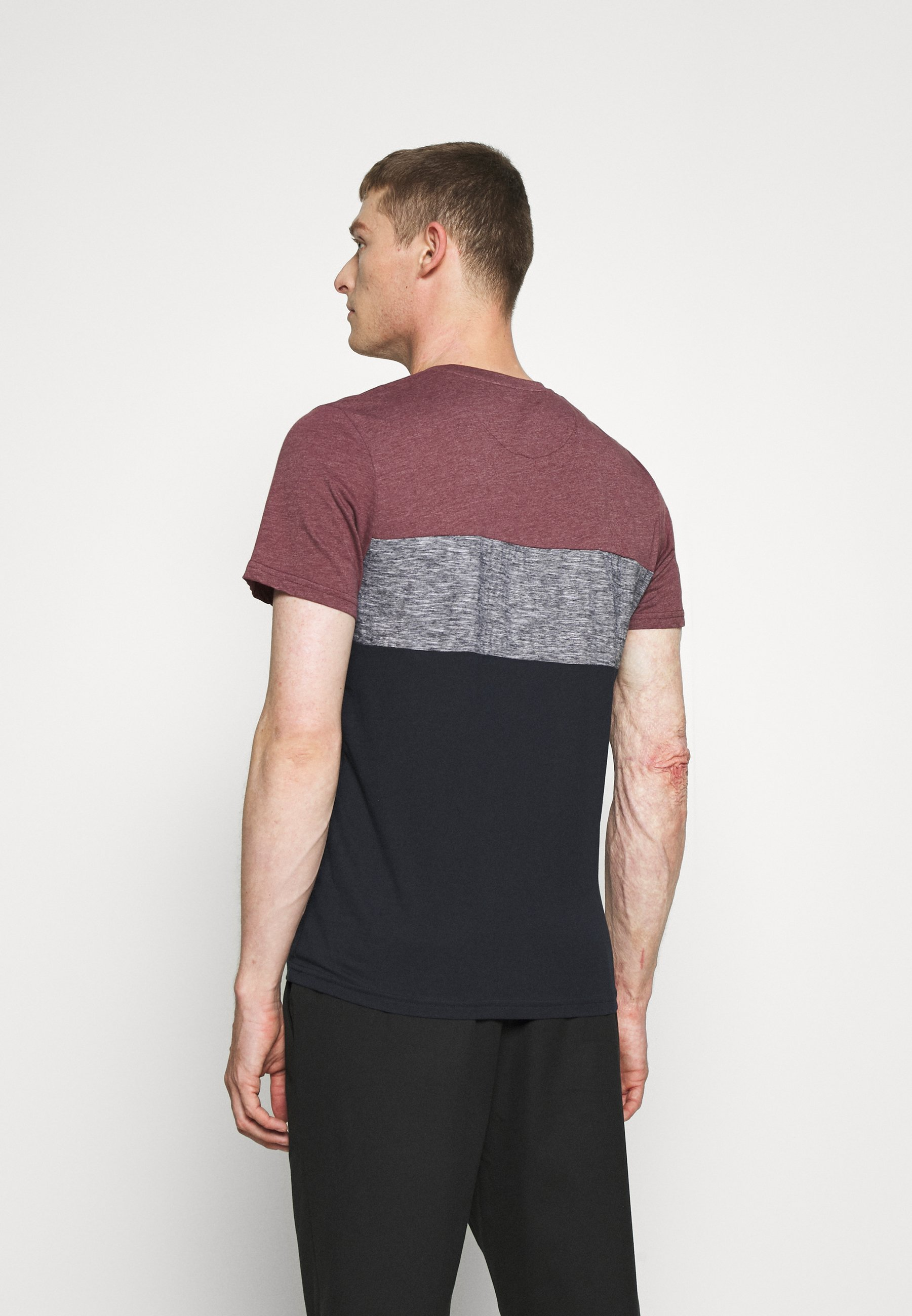 TOM TAILOR CUTLINE - Print T-shirt - dusty wildberry red 2leT7