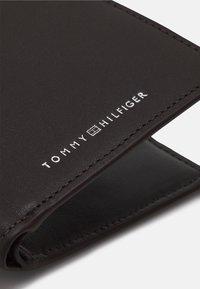 Tommy Hilfiger - MINI WALLET - Portafoglio - brown - 4