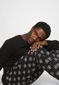Calvin Klein Underwear - PANT SET - Pyjama set - black - 4