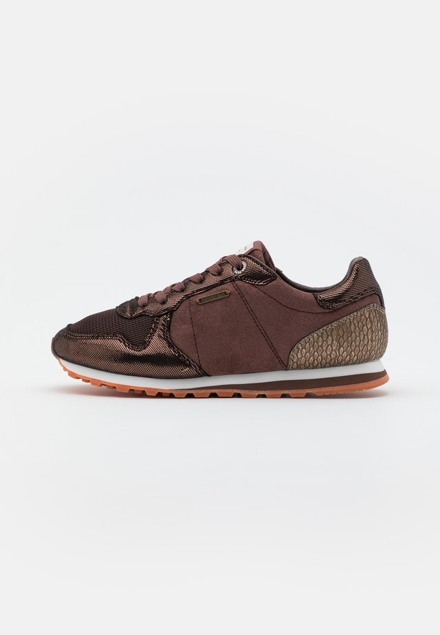 VERONA TOP - Sneakers laag - dark mocca