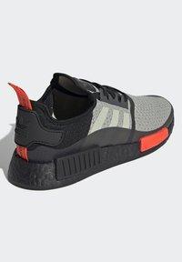 adidas Originals - NMD_R1 - Sneakers basse - halo green/core black/semi solar red - 3