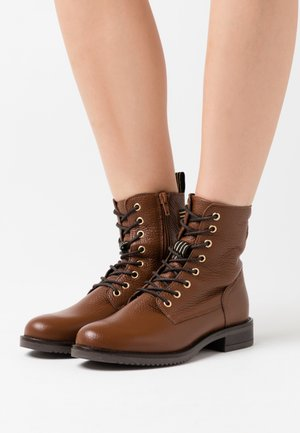 LEATHER CONAN - Lace-up ankle boots - cognac