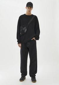 PULL&BEAR - Stickad tröja - black - 1