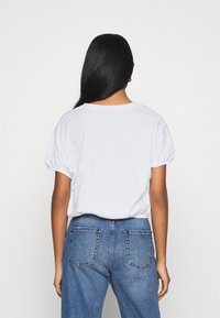 Gina Tricot - SAL - Basic T-shirt - white - 2