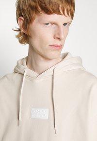 adidas Originals - SILICON HOODY UNISEX - Sweat à capuche - halo ivory - 6