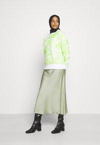 Glamorous - PALOMA MIDI SKIRT - Áčková sukně - pistachio - 2