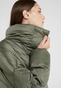 WEEKEND MaxMara - BORMIDA - Kabát zprachového peří - kaki - 6