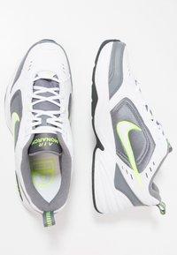 Nike Sportswear - AIR MONARCH IV - Sneakersy niskie - white/white /cool grey - 1