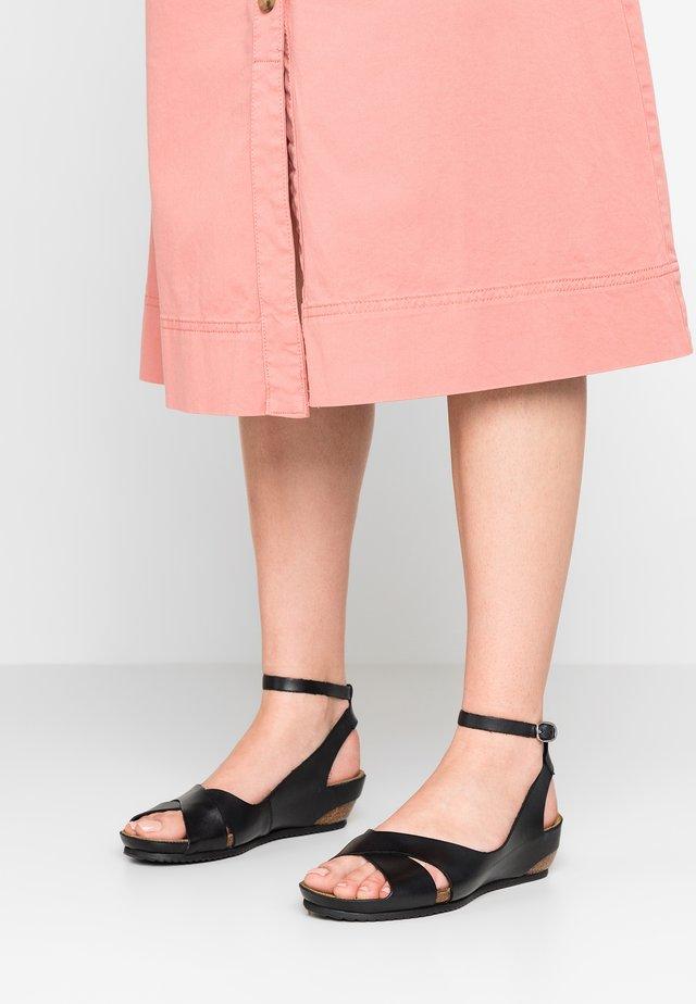 TOKI - Sandały na koturnie - noir
