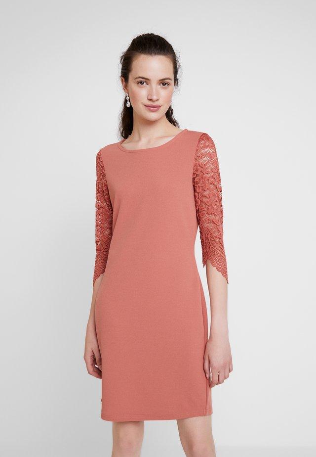 VMCLARA 3/4 SHORT DRESS - Kotelomekko - brick dust