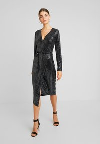 Gina Tricot - MATILDI GLITTER DRESS - Cocktailkjole - black - 0