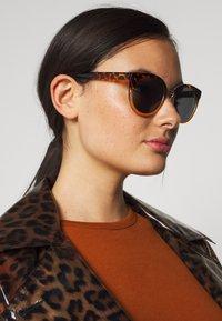 A.Kjærbede - Sunglasses - tortoise/yellow - 1