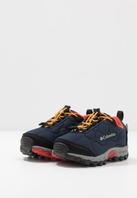 Columbia - CHILDRENS FIRECAMP SLEDDER WP - Hiking shoes - collegiate navy/flame - 3