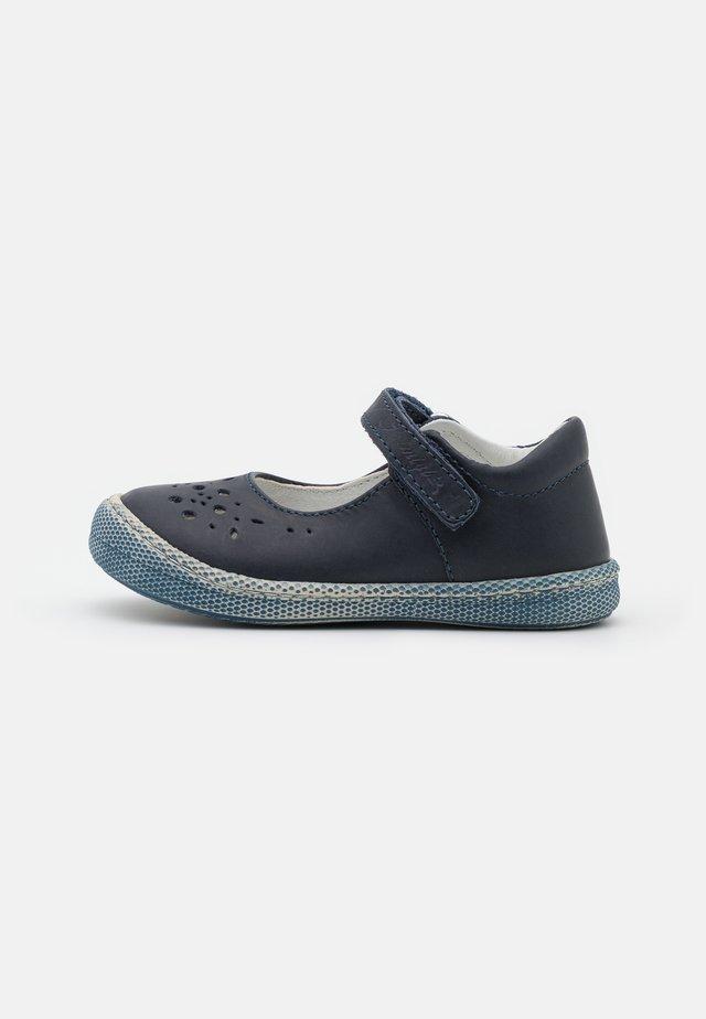 Ankle strap ballet pumps - blue