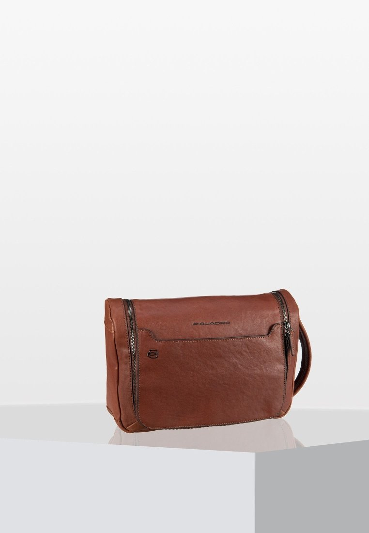 Piquadro - BLACK SQUARE - Wash bag - cuoio