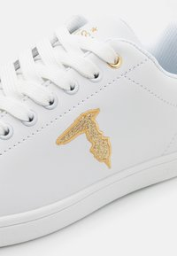 Trussardi - GLITTER PATCH - Sneakersy niskie - white/gold - 6