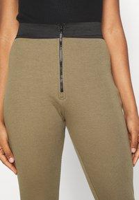 Missguided - DOUBLE WAISTBAND ZIP  - Leggings - Trousers - khaki - 4