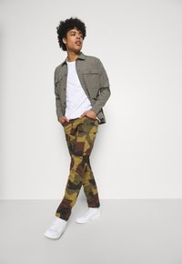 G-Star - ROVIC ZIP TAPERED - Cargo trousers - wood - 1