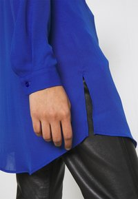 Vila - VILUCY BUTTON - Button-down blouse - mazarine blue - 5