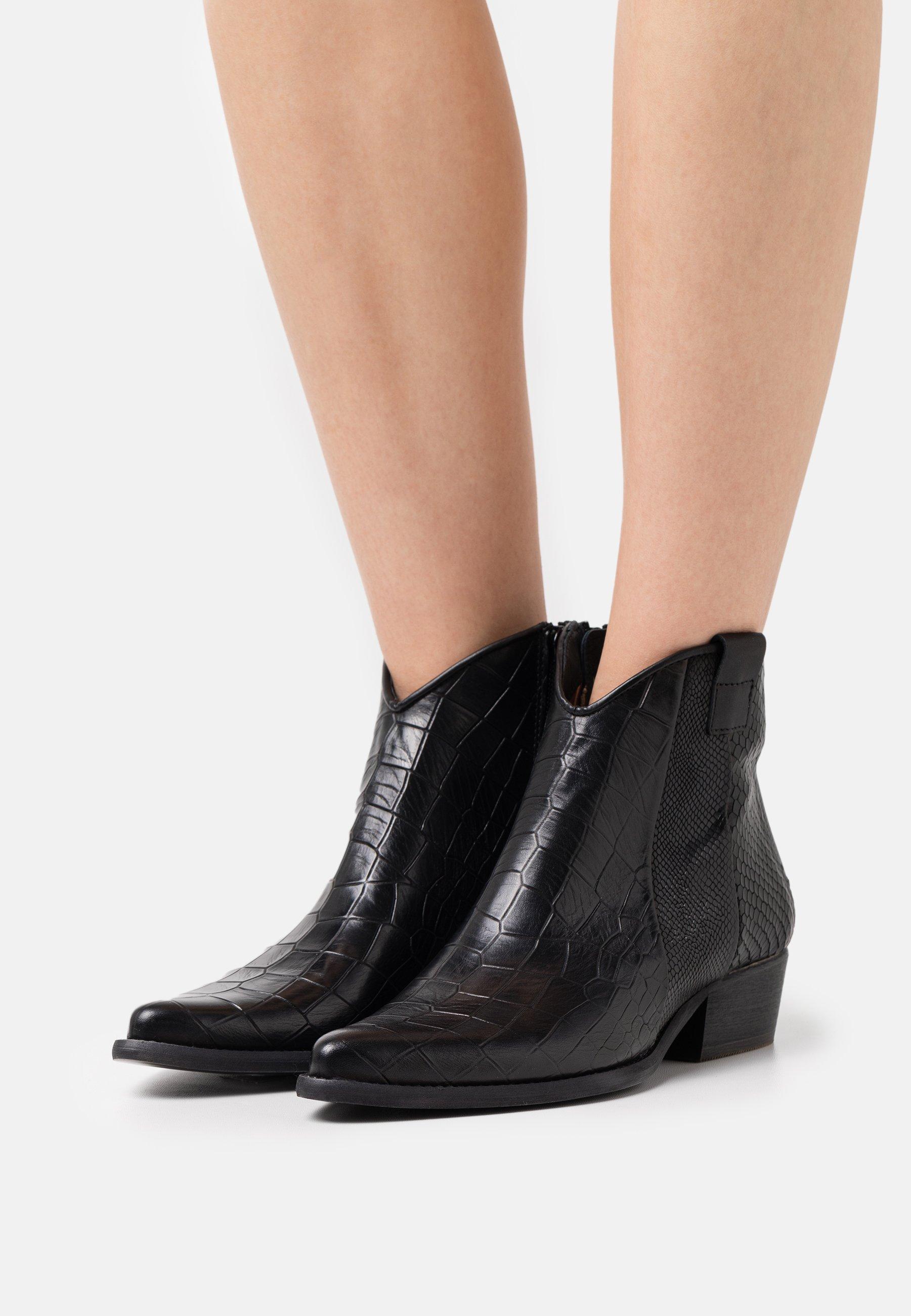 Women WEST - Cowboy/biker ankle boot