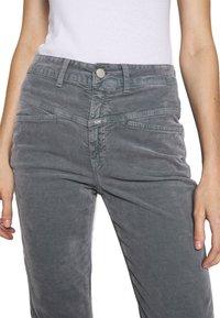 CLOSED - PEDAL PUSHER - Pantalones - grey stone - 3