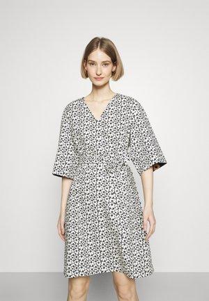 IHMETYS PIKKUINEN UNIKKO DRESS - Day dress - black/off-white