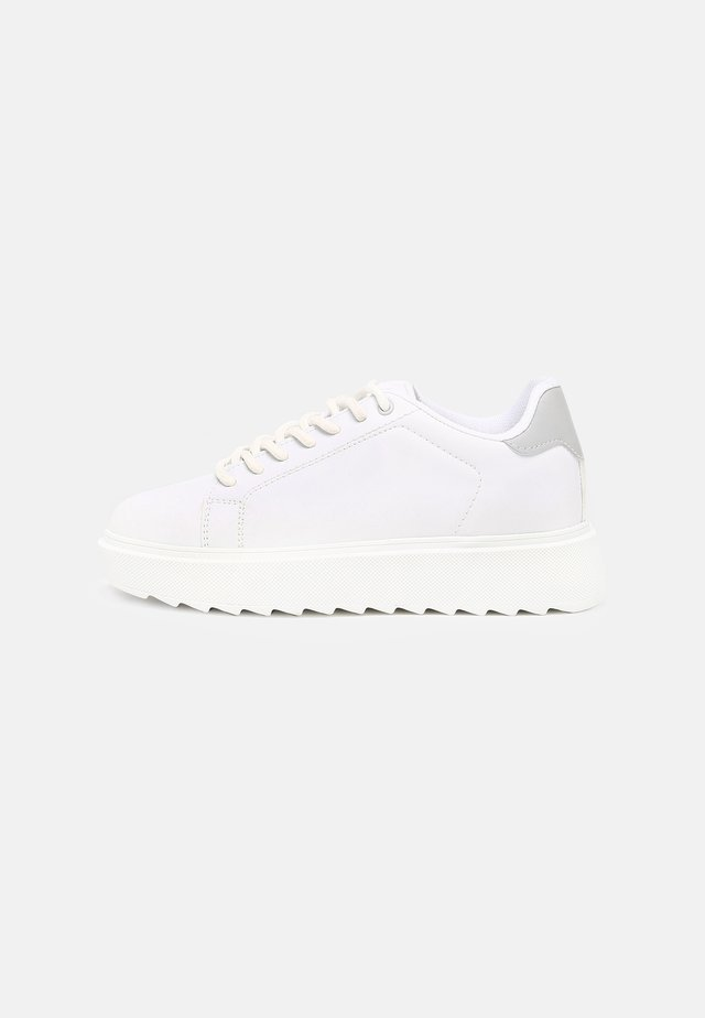 CARE LESS  - Trainers - white/grey