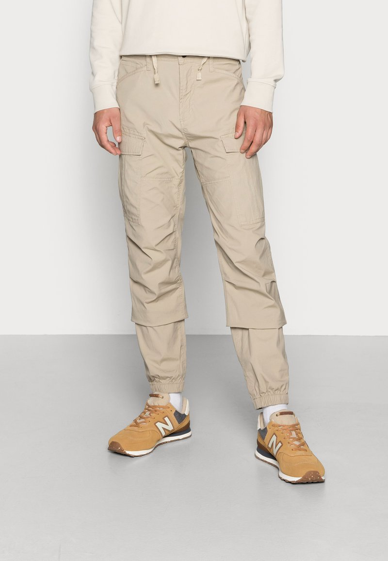 Vintage Industries - CONNER CARGO JOGGER - Cargo trousers - beige