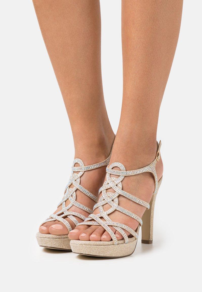 Menbur - Korkeakorkoiset sandaalit - gold