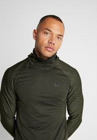 Nike Performance - UTILITY THRMA NVTY - Funktionströja - khaki/black - 3