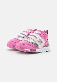 New Balance - IZ997HVP - Sneakers basse - pink - 1