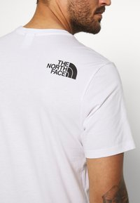 The North Face - RAINBOW TEE - T-shirt imprimé - white - 4